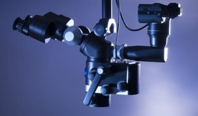 Moderne Wurzelkanalbehandlung unter dem Mikroskop