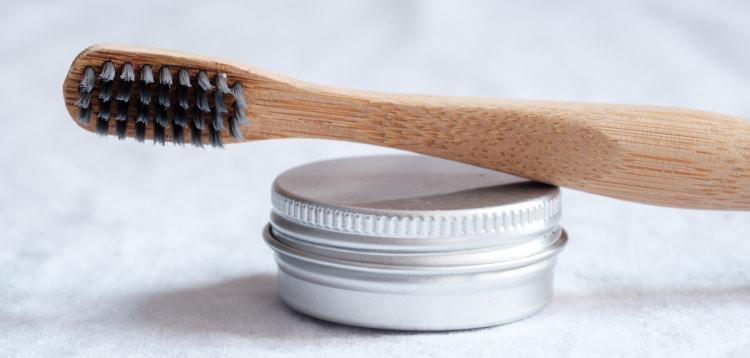 Bedenkliche Inhaltsstoffe in Zahnpasta? - Auf welche Stoffe Sie lieber verzichten sollten - Zahnarztpraxis Max34 | Dr. Pink | Dr. Wolferstätter | Kollegen