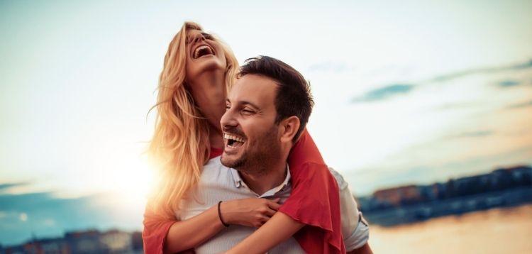 Zahnschmerzen im Urlaub: Erste Hilfe und Verhaltensregeln | Zahnarztpraxis Dr. Pink | Dr. Wolferstätter | Kollegen