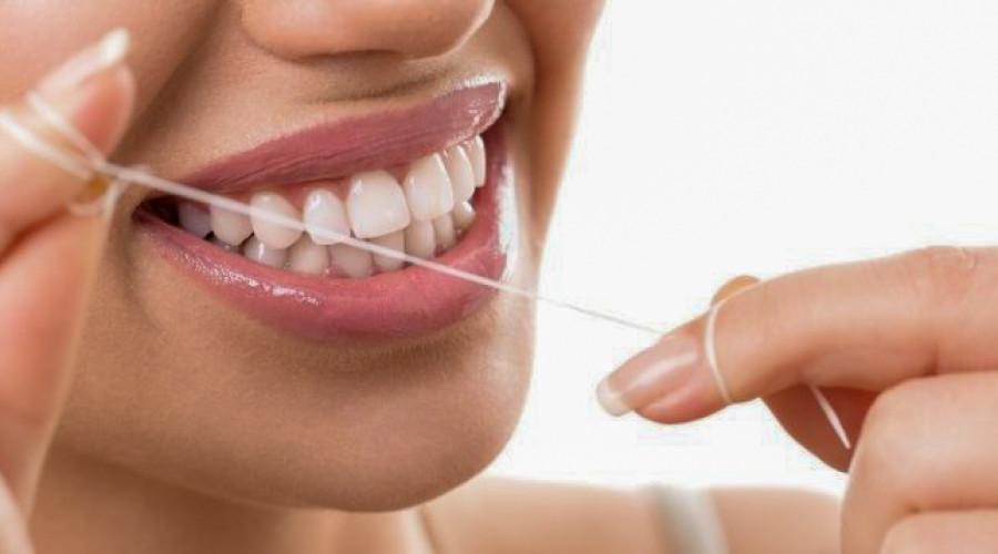 Richtig Zahnseide benutzen – Die häufigsten Fragen und Antworten