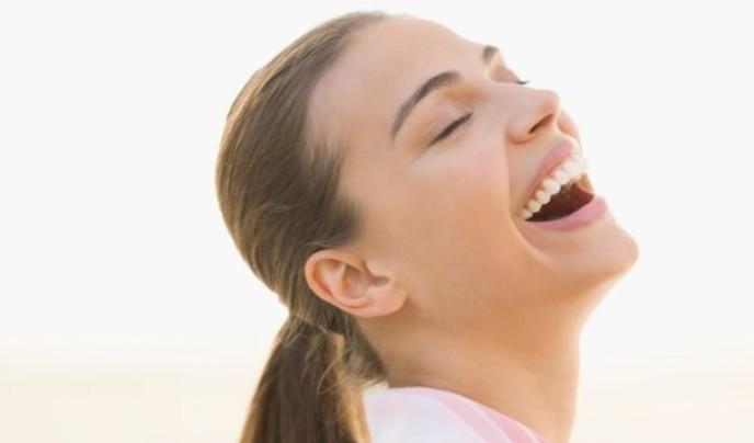 Zahnverfärbung: So werden die Zähne wieder weiß