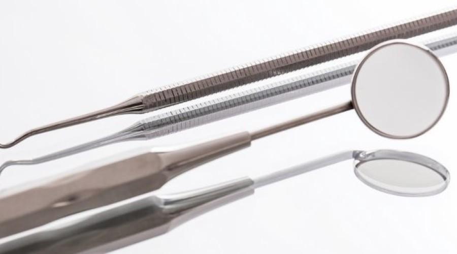 Zahnfüllungen bei Karies: Diese Möglichkeiten gibt es.