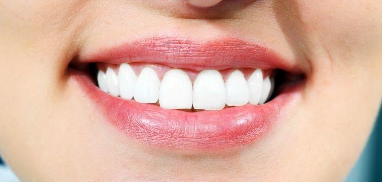 Zahnlücken schließen: 4 Methoden im Überblick | Praxis Dr. Pink |Dr. Wolferstätter |Kollegen